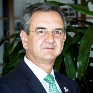 Dr. Rodolfo Lacy